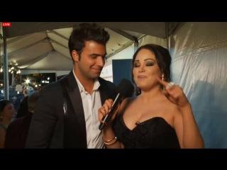 Jencarlos Canela y Gaby Espino entrevista en la alfombra roja de Los #50MásBellos de PEE